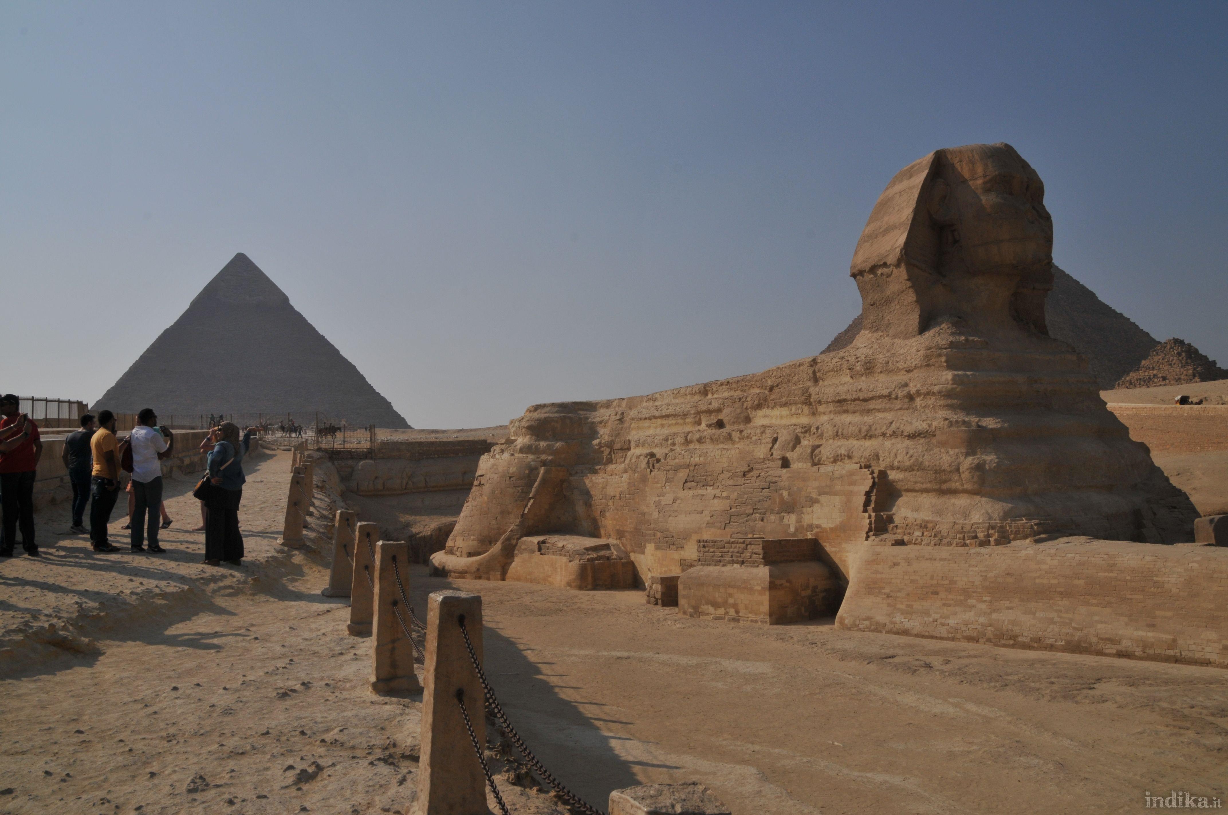 Sfinge davanti alla piramide di Chefren