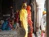 A lavoro nello Harimandir Sahib (il Tempio d\'Oro)